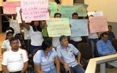 Manifestação de alunos e professores do IFMS 'esquenta o clima' na Câmara