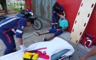 Jovem de 25 anos é socorrido a UPA após acidente em avenida