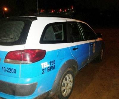 Ladrões furtam objetos e afirmam que foram buscar umas coisas em interior do veículo