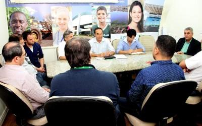 Prefeito se reúne com empresários para resolver problemas na via de acesso ao Jupiá