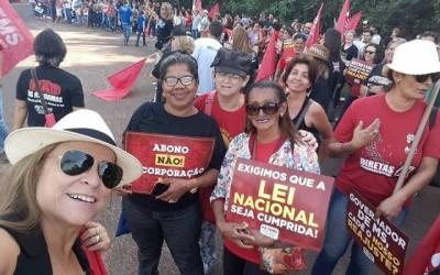 Professores do SINTED participam de manifestação na capital