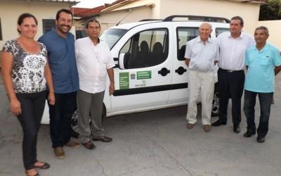 Eduardo Rocha entrega veículo e equipamentos para Grupo da Fraternidade