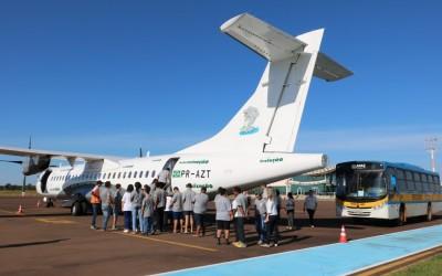 Parceria entre Prefeitura e empresa leva alunos da APAE para conhecer aeronave