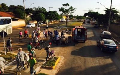 Aluna de escola é atingida por moto carregada com gás e água