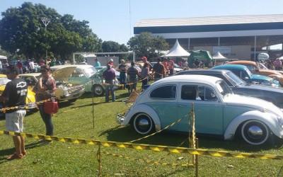 7º Encontro de Carros Antigos reúne raridades na Lagoa Maior