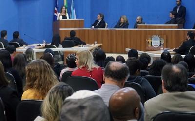 Aprovados reajuste dos servidores da educação e criação do 'Família Acolhedora'