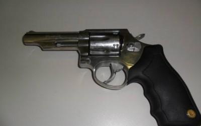SIG apreende revólver e prende enteado e padrasto