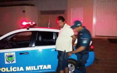 """Motorista """"bêbado"""" erra o caminho e ao sair na contra mão é preso pela Polícia Militar"""