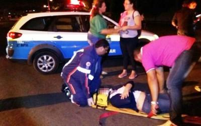 Acidente entre carro e bicicleta mobiliza equipe do SAMU até o bairro Vila Nova
