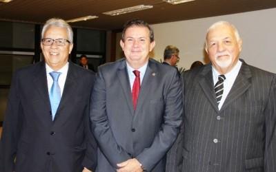 Deputado Eduardo Rocha homenageia advogados em sessão solene na Casa de Leis