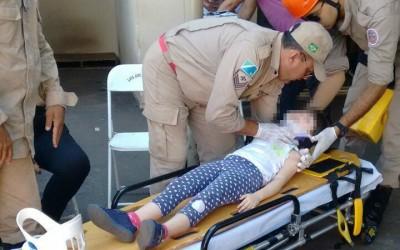 Criança fica ferida em acidente entre Toyota SW4 e Celta