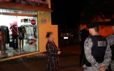 Ladrões usam vela automotiva para invadir loja de roupas
