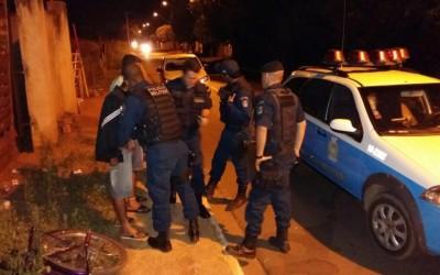 Jovem é preso no bairro Santa Luzia portando drogas e carregando balança de precisão no bolso