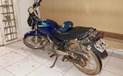 Moto furtada no sábado é encontrada na Rua Trajano dos Santos