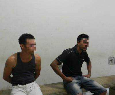 Discussão entre amigos termina com um carro destruído, uma arma apreendida e dois jovens presos