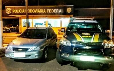 Pedreiro com mandado de prisão paga R$ 4 mil em CNH falsa e acaba preso pela PRF