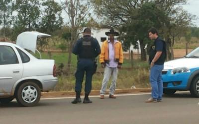 Perito Criminal flagra motorista bêbado em rodovia e pede ajuda a PM