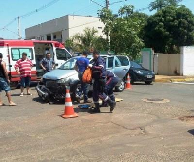 Leitor flagra acidente entre dois carros no bairro Vila Nova