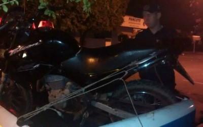 Moto que foi roubada na última quarta-feira é recuperada pela PM