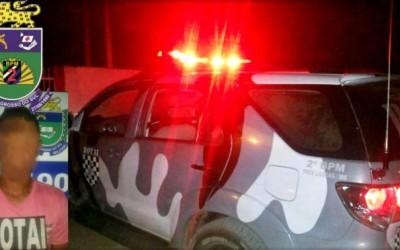 De folga, policiais militares prendem jovem no Vila Nova