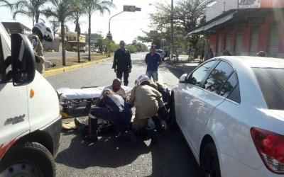Equipe ALFA do SAMU resgata idoso que sofreu acidente em avenida