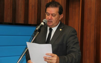Eduardo Rocha pede mais viaturas para PM de Arapuá