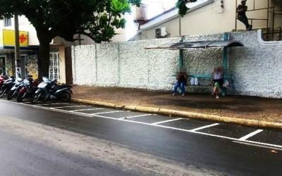Descubra você mesmo: Estacionamento para motos ou ponto de ônibus?