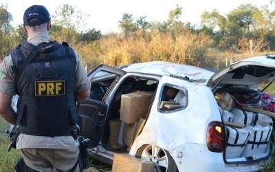 Após perseguição, Renault Duster capota e PRF descobre 1 tonelada de maconha