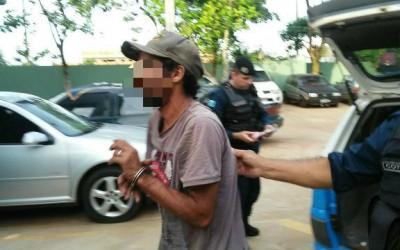 Homem que tentava furtar cadeados de supermercado é preso pela PM