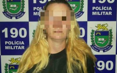 Mulher com arma de fogo é detida pela Polícia Militar