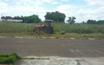 Após publicação de matéria, Prefeitura realiza limpeza de terreno abandonado no bairro Nova Três Lagoas