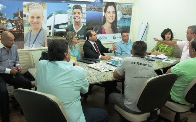 Vereador volta a discutir produção de peixe com representantes de Cooperativa e prefeita