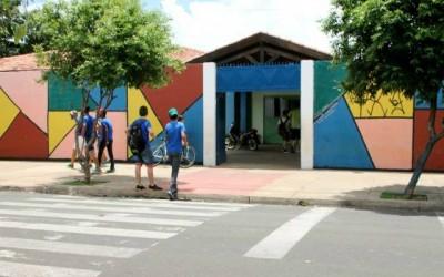 Educadores de Três Lagoas aderem à movimentação nacional e alunos do município ficam sem aula