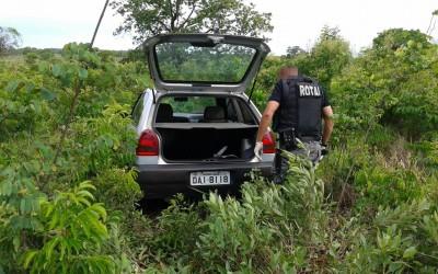 Carro furtado é encontrado escondido em matagal na Zona Rural