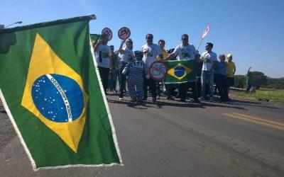 Movimento Vem pra Rua Três Lagoas bloqueia a divisa de MS com SP na luta pelo Impeachment da presidente
