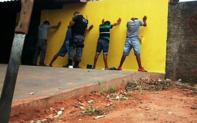 Menores ameaçam pedestres com facão no Jardim Vendrel