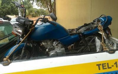 Jovem sem CNH sofre acidente de moto e diz para a Polícia que foi atropelado