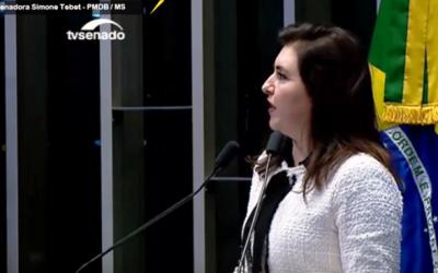 Após voto de sim no impeachment, senadora Simone Tebet faz prece no plenário