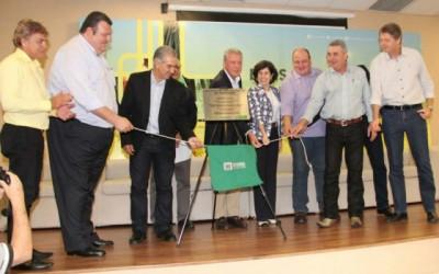 Reinaldo destaca parceria público-privada em inauguração de ramal de gás