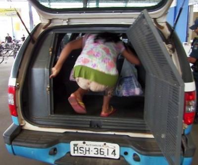 Ao tentar furtar produtos em supermercado, mulher é presa em flagrante