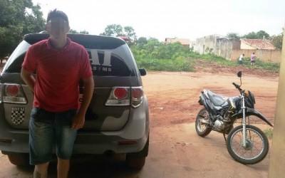 Jovem que empinou moto na frente da Rotai é preso e levado para a DEPAC
