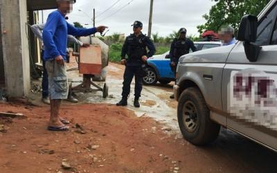 Polícia atende briga entre dono de construtora e pedreiros no bairro Vila Haro