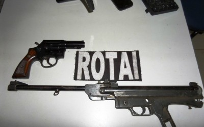Denúncia é feita e ROTAI apreende revólver em estabelecimento comercial