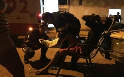 """Jovem fica ferido ao levar """"cadeirada"""" em briga em bar"""