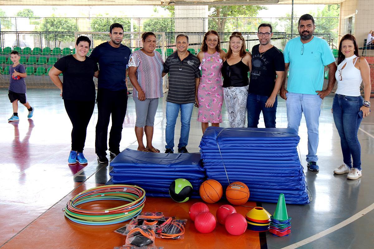 SEJUVEL entrega materiais novos para aulas de treino funcional