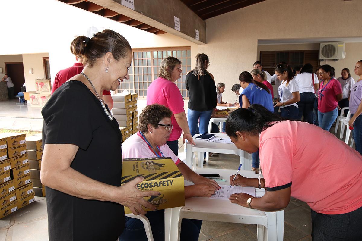 Saúde de Três Lagoas entrega calçados especiais para o trabalho de Agentes Comunitários de Saúde