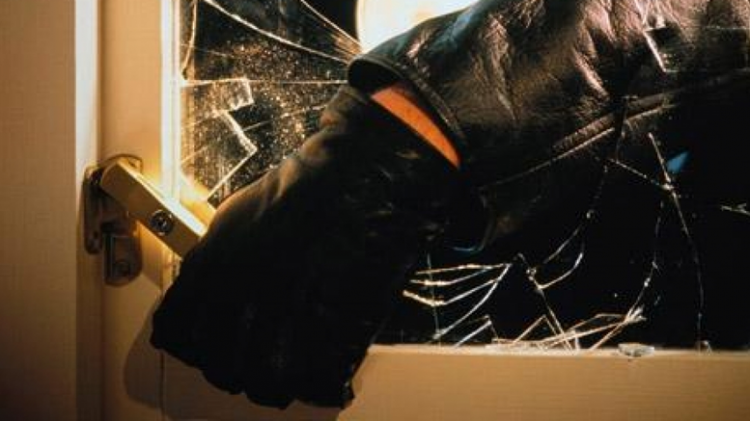 Vítima de furto investiga e captura por conta própria, suposto ladrão no bairro Ipacaraí