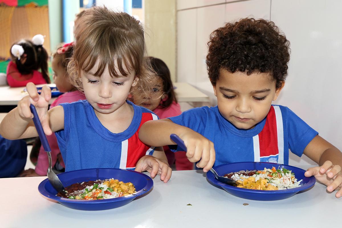Prefeitura de Três Lagoas oferece mais de 35 mil refeições por dia em Escolas e CEIs