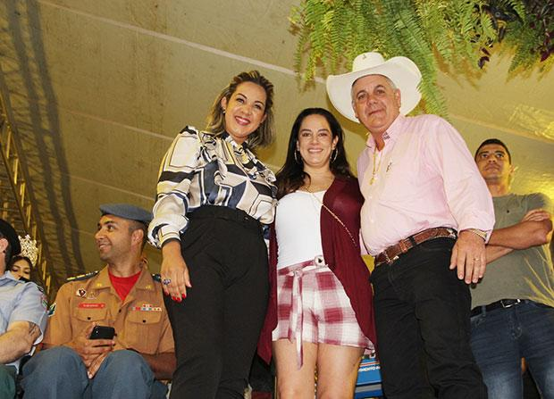 Silva Abravanel, Filha nº 2 de Silvio Santos prestigia desfile cívico em Três Lagoas