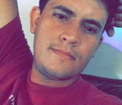 Para salvar o pai de atropelamento ao trocar pneu, jovem morre arrastado por carreta
